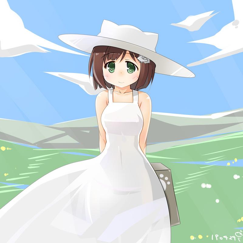 白ワンピ白帽子前川